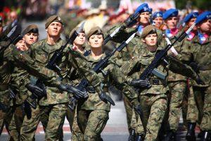 Lenkija studentams siūlys dalyvauti karinio parengimo programoje