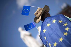 Kiek lėšų per savaitę Lietuva įneša į ES biudžetą?