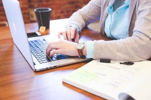 Moterys ir vyrai ICT sektoriuje vis dar žaidžia pagal skirtingas taisykles