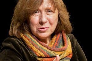 Suklastotoje Prancūzijos ministrės paskyroje – pranešimas apie rašytojos mirtį