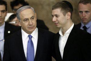 Šuns išmatas atsisakęs surinkti Izraelio premjero sūnus įžiebė aršų ginčą