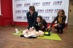 LSMU gimnazijoje nuo šiol veiks defibriliatorius