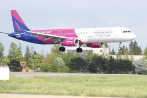 """""""Wizz Air"""" Lietuvoje 2016-aisiais pervežė 1,2 mln. keleivių"""