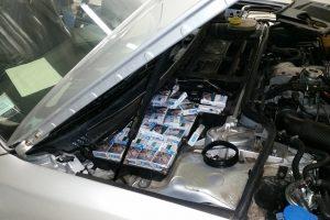 """Tūkstantį pakelių cigarečių vairuotojas slėpė įvairiose """"Audi A8"""" vietose"""