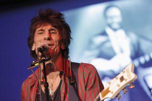 """""""The Rolling Stones"""" gitaristas R. Woodas susilaukė dvynių"""