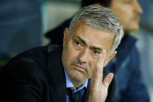 """Kantrybė trūko: J. Mourinho išspirtas iš """"Chelsea"""" trenerio pareigų"""