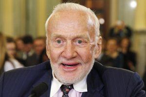 Mėnulyje pabuvojęs B. Aldrinas dėl pašlijusios sveikatos evakuotas iš Pietų ašigalio