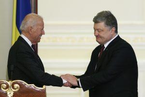 """J. Bidenas ragina laikytis vieningai Rusijos """"agresijos"""" akivaizdoje"""