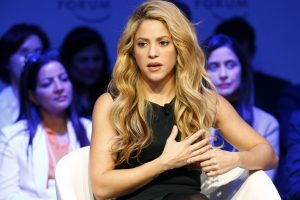 Shakira atšaukia savo koncertinį turą, bet tikisi jį atnaujinti birželį