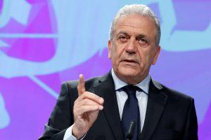 ES grasina pabėgėlių nepriimančioms Lenkijai ir Vengrijai