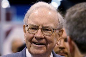 W. Buffetas: aš niekada neinvestuosiu į kriptovaliutą