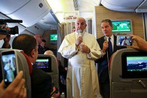 Popiežius keliaudamas į Lotynų Ameriką nerimauja dėl branduolinio karo grėsmės