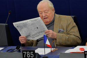 """EP panaikino """"Nacionalinio fronto"""" įkūrėjo J.-M. Le Peno neliečiamybę"""