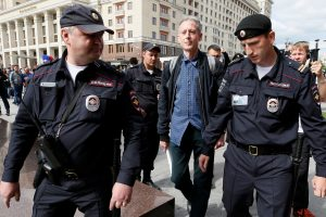 Rusijoje prieš Pasaulio futbolo čempionatą suimtas britas gėjų teisių gynėjas