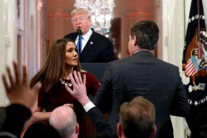 Per spaudos konferenciją JAV prezidentas piktai išbarė CNN žurnalistą