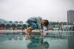 Žalojančios aplinkos poveikis vaikams: prasta sveikata ir pakitusi genetika