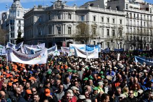 Tūkstančiai ūkininkų dėl sausros surengė eitynes Madride