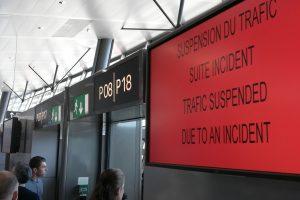 Lione vyras automobiliu rėžėsi į oro uosto terminalą, lėkė pakilimo ir tūpimo taku