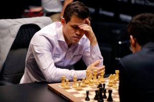 Norvegas M. Carlsenas po pratęsimo apgynė stipriausio pasaulio šachmatininko vardą