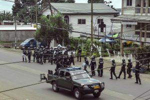 Kamerūne autobusui nulėkus į upę žuvo 30 žmonių