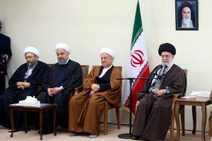 """Irano aukščiausiasis lyderis giria """"konkurencingus"""" rinkimus"""