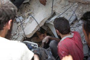 Britanija, Prancūzija ir JAV remia JT raginimą skelbti paliaubas Alepe Sirijoje
