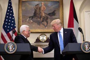 D. Trumpas priėmė palestiniečių vadovą M. Abbasą ir tvirtino, kad taika bus