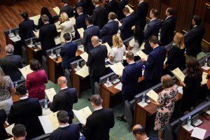 Kosove prisaikdinta 120 naujų parlamentarų