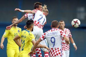 Kroatai atkeltose rungtynėse išvargo pergalę, estai per pridėtą laiką palaužė Kiprą