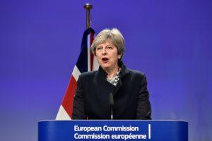 """Britanijos premjerė neabejoja sėkminga """"Brexit"""" derybų pabaiga"""
