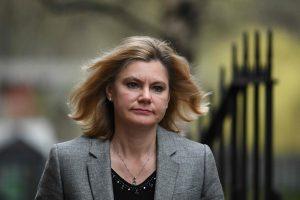Britanijos ministrė atsisakė pereiti į kitą postą vyriausybėje ir paliko kabinetą