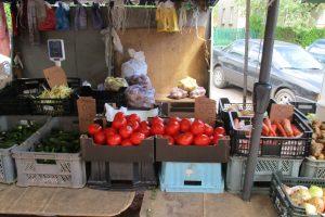 Pirkėjai patenkinti: pagaliau turguje bulvių ir agurkų kainos patrauklios