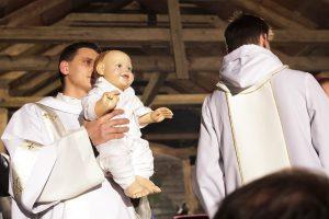 Kūdikis – mums ranką tiesiantis Dievas