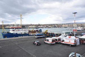 """Italija: Katanijos uoste iš laivo """"Sea Watch 3"""" išlaipinti visi migrantai"""