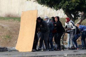Per naujus palestiniečių protestus sužeista dešimtys žmonių