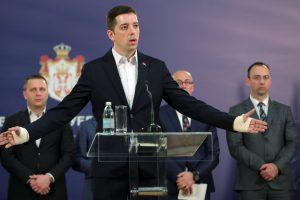 Prištinai sulaikius Serbijos derybininką, serbai traukiasi iš Kosovo vyriausybės