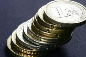 Valstybinę pensiją siūloma skirti ir nusikaltusių vaikų tėvams