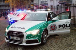 Policija įsigijo 12 naujų tamsoje geriau matomų mašinų