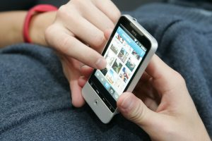 Vasaros pabaigoje mobiliojo interneto vartojimas užsienyje toliau augo