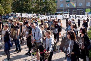 Protestas prie Seimo: parlamentarams parodyti gyvūnų lavonai