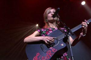 Lietuvės dainininkės sėkmė Prancūzijoje: dėl kandžių tekstų ji per naktį tapo įžymybe