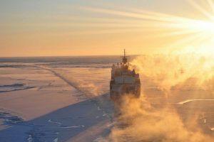 Sankt Peterburge užsidegė statomas Rusijos ledlaužis, sužeisti 2 žmonės