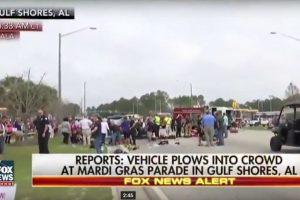 Automobilis įsirėžė į minią Alabamoje, keliolika žmonių sužeista