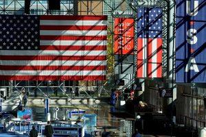 JAV rinkimų finišo tiesiojoje – alinančios kandidatų pastangos laimėti balsus