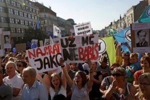 Tūkstančiai čekų protestuoja prieš premjeru vėl turintį tapti A. Babišą