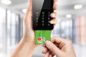 Mažėja prekybininkų, leidžiančių atsiskaityti kortele tik nuo tam tikros sumos