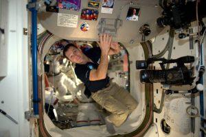 Prancūzų ir JAV astronautai sėkmingai atliko darbus atvirame kosmose