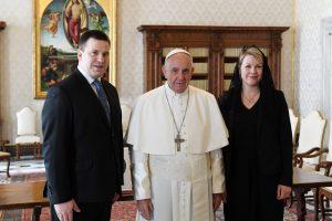 J. Ratas su popiežiumi kalbėjosi apie pagalbą nuo konfliktų kenčiantiems žmonėms