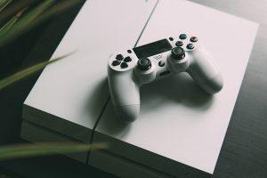 Priklausomybė nuo kompiuterinių žaidimų: žaidėjai negaili nei šimtų, nei tūkstančių