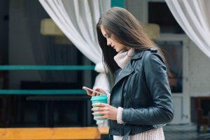 Trys žingsniai, padėsiantys atsikratyti priklausomybės nuo telefono